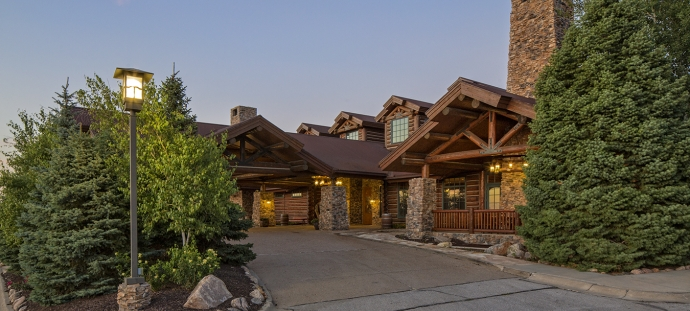 wilderness ridge clubhouse facade